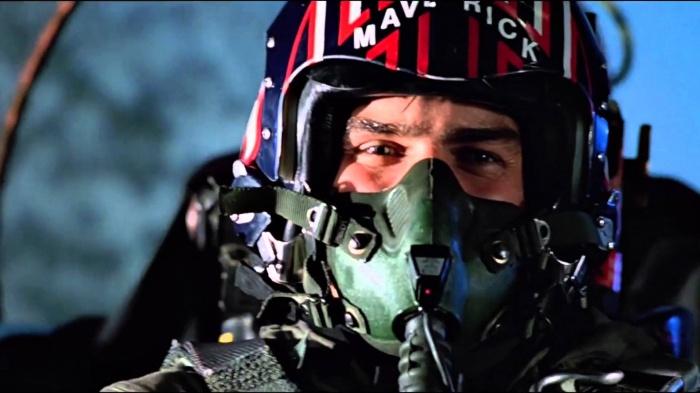 """El próximo 9 de junio Tom Cruise regresa a la cartelera de con su nuevo proyecto cinematográfico, La momia. Esta nueva cinta del llamado Dark Universe de Universal está generando mucha expectación, ya que sienta las bases de lo que será el resto de este anteriormente llamado MonsterVerse; pero este no es el único proyecto del estadounidense que está levantando revuelo. Recientemente Cruise confirmó que la secuela de Top Gun sería una realidad, pero ahora, en una entrevista con Access Hollwyood por La momia, el actor ha confesado que ya ha elegido el título de la cinta: Top Gun: Maverick. """"No quería un número, ¿sabes? No necesitas un número con una película así""""."""