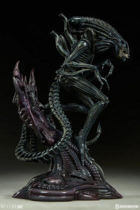 Sideshow presenta una estatua del Alien Warrior 010
