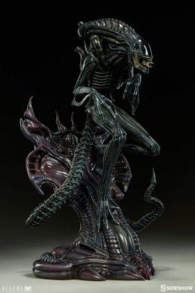 Sideshow presenta una estatua del Alien Warrior 011