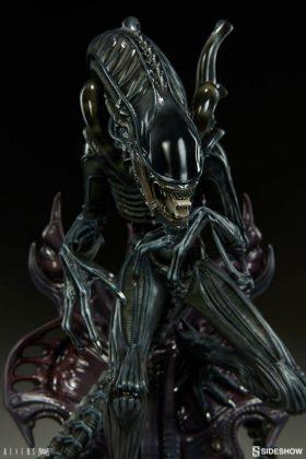 Sideshow presenta una estatua del Alien Warrior 012