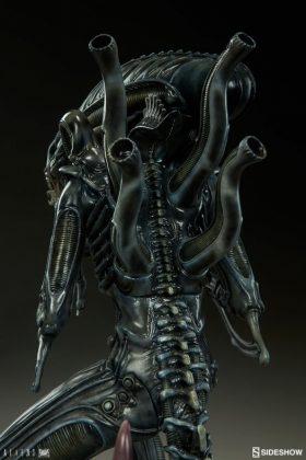 Sideshow presenta una estatua del Alien Warrior 016