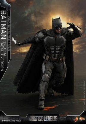 batman hot toys 10