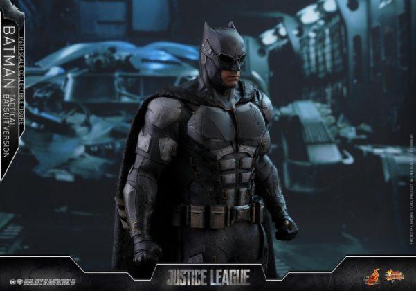 batman hot toys 18