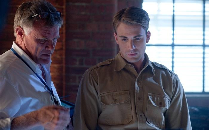 Joe Johnston y Chris Evans en 'Capitán America - El primer Vengador'