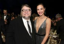 Guillermo del Toro y Gal Gadot en los Critics' Choice Awards 2018
