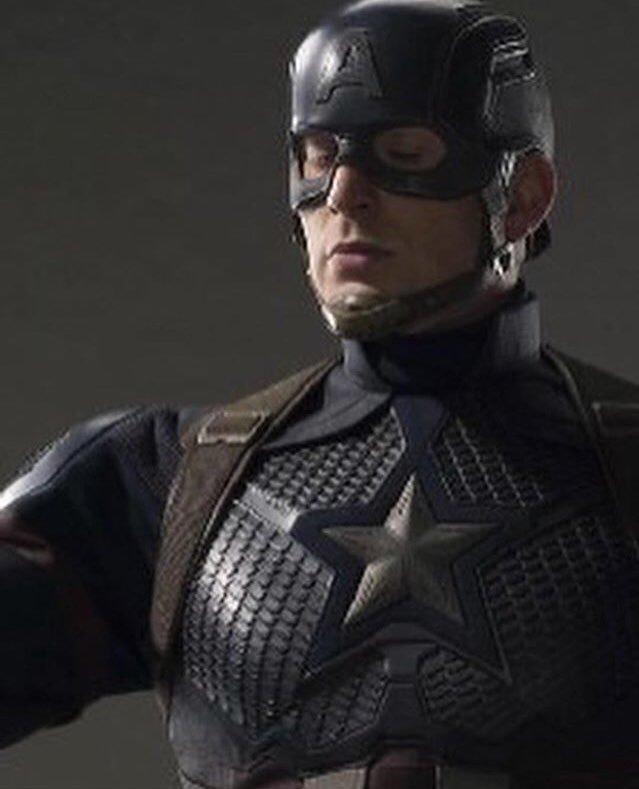 Capitán América - nuevo uniforme en Vengadores 4