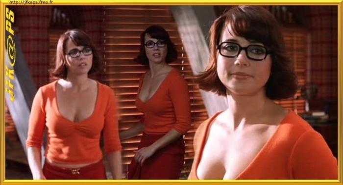 Linda Cardellini as Velma velma dinkley