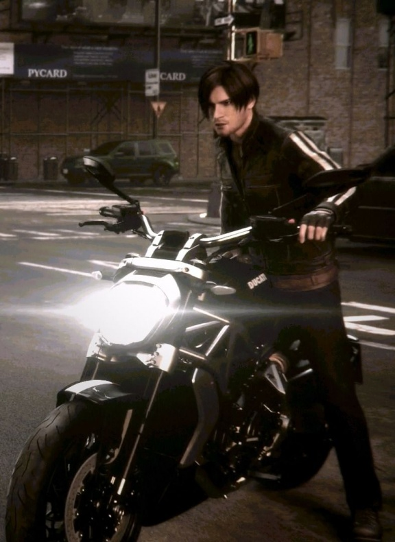 Leon S Kennedy en moto