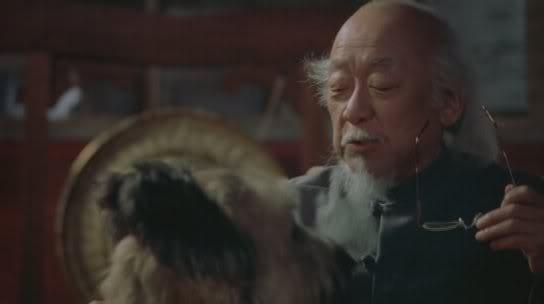 Pat Morita en karate dog