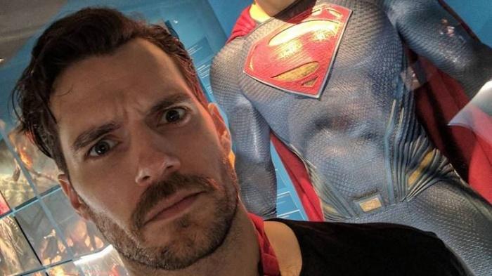Zack-Snyder-Superman-Henry Cavill