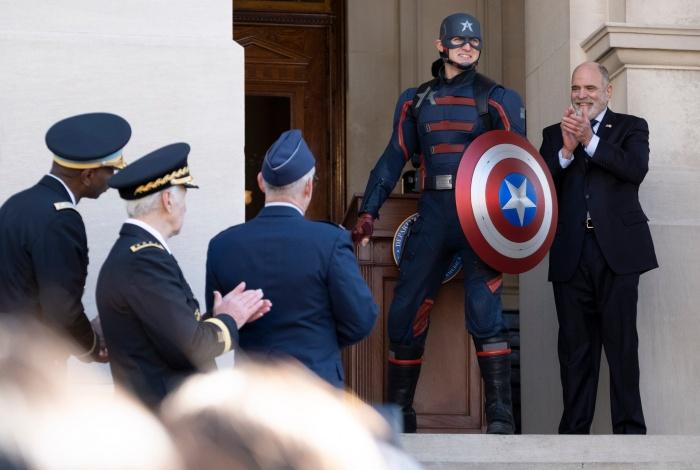 Wyatt-Russell-Falcon-y-el-soldado-de-Invierno-Capitán-América-US-Agente