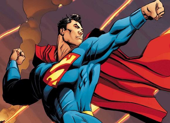 Superman arriba en el cielo