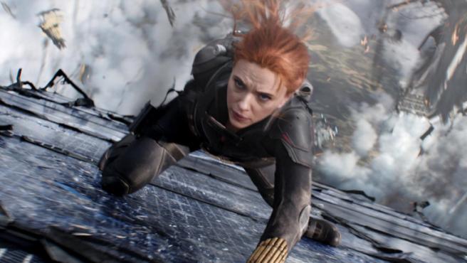 La batalla legal por el estreno de Viuda Negra le esta resultado muy incomoda a Disney y están tratando de desviar la atención de los medios